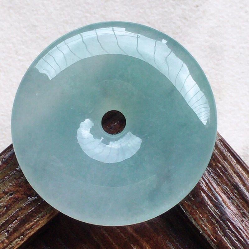 缅甸翡翠平安扣吊坠,自然光实拍,玉质莹润,佩戴佳品,尺寸:22.4*4.1 mm,重3.85克