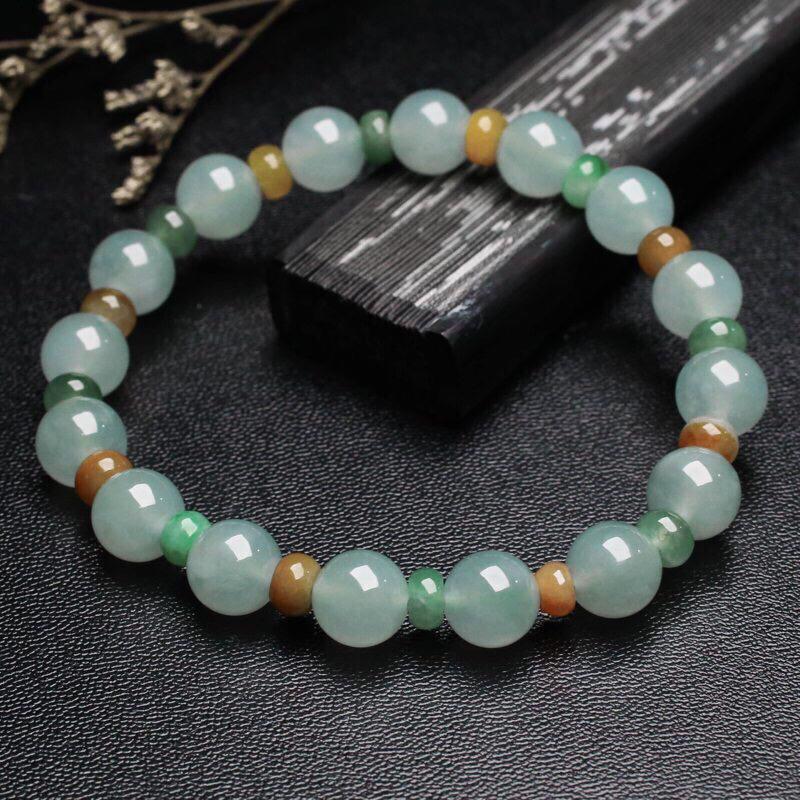 翡翠手串,大小珠共32颗,取其中一颗珠尺寸大约8.9mm。珠子玉质莹润,清秀高雅,亮丽秀气,上手佩