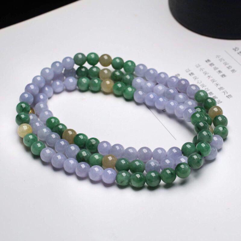 三彩翡翠圆珠珠链。共110颗珠子,取其中一颗珠直径大约6.7mm,珠子玉质莹润,清秀高雅,实物漂亮