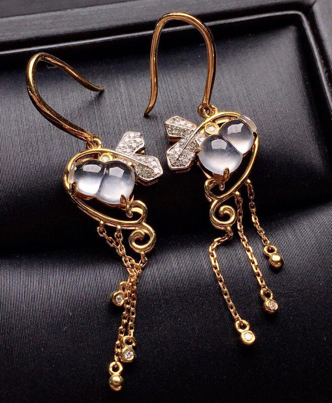 18K金钻镶嵌冰种葫芦耳坠 冰透起光 质地细腻 款式新颖时尚唯美 整体尺寸26.6*12.1*5.1