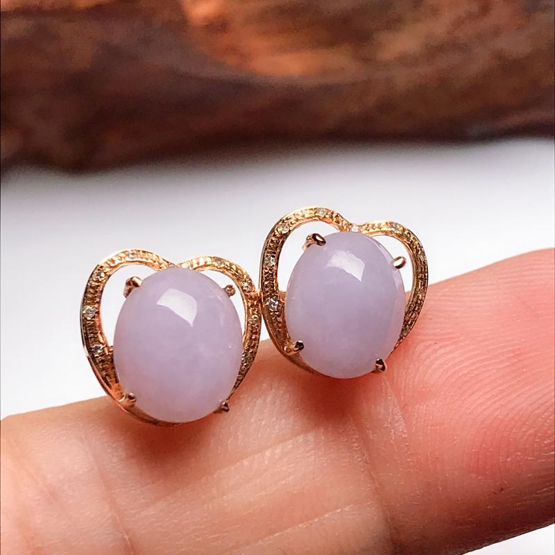 紫罗兰蛋面耳钉,色泽淡雅,圆润饱满,秀气迷人!整体尺寸9.3*9.6*6.6