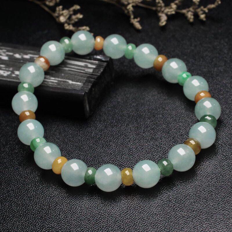 翡翠手串,大小珠共32颗,取其中一颗珠尺寸大约8.9mm。珠子玉质莹润,清秀高雅,亮丽秀气,上手佩戴效果时尚高贵。