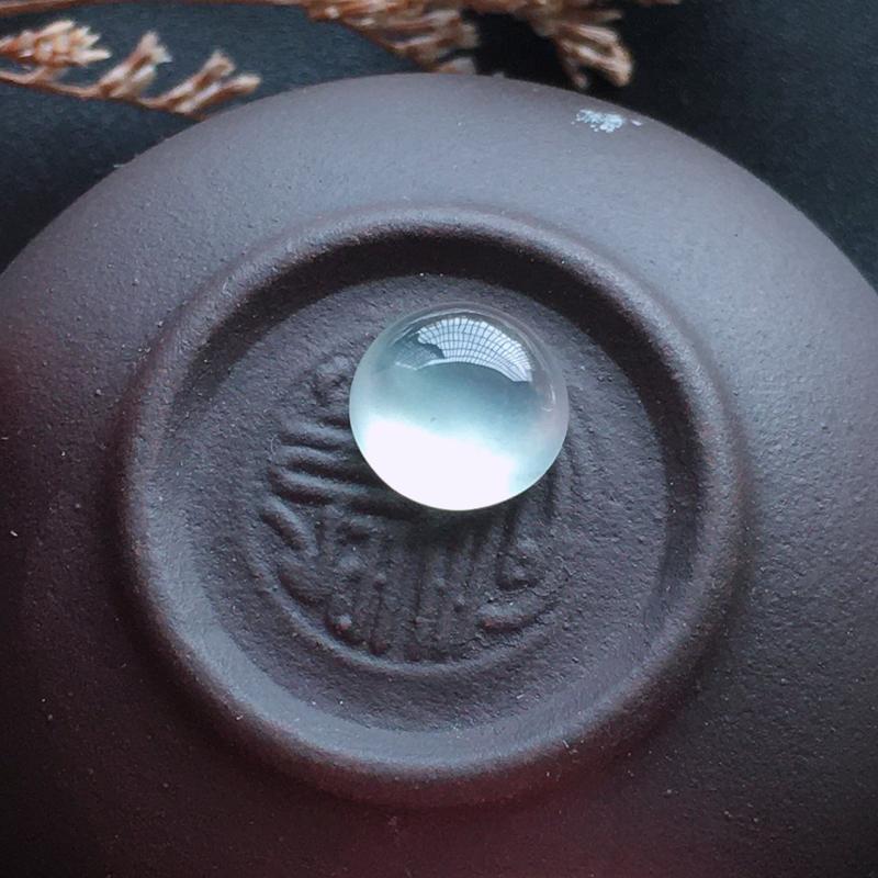 精品蛋面,自然光实拍,缅甸a货翡翠,种好通透,水润玉质细腻,雕刻精细,饱满品相佳。