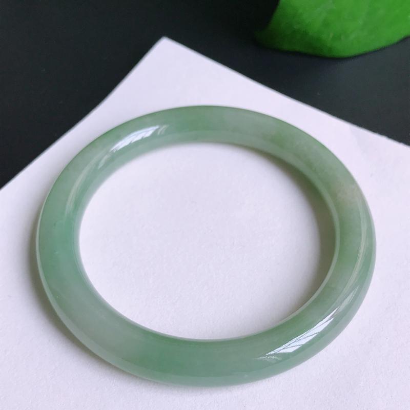 尺寸:55.3/8.8mm,41.14克,天然A货翡翠带绿圆条手镯,编号10.23
