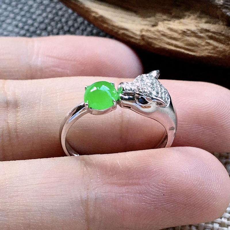 力荐款(自然光拍摄)老坑冰种正阳绿色蛋面女戒指,豹子头款式,18k金钻镶嵌而成。老坑种质,冰胶