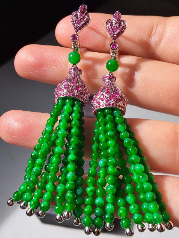 5满绿流苏耳坠,款式新颖别致,佩带高雅时尚,无裂,水头足,种色兼备,裸石尺寸3长度67