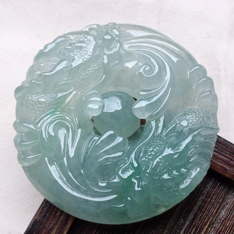 缅甸翡翠龙牌吊坠,自然光实拍,玉质莹润,佩戴佳品,尺寸:52.1*52.4*11.3 mm,重54.