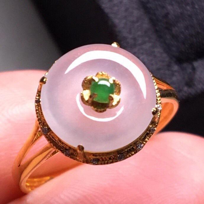 冰种平安扣戒指,真金真钻镶嵌,种水好,玉质细腻 .整体尺寸 10.3*5.9