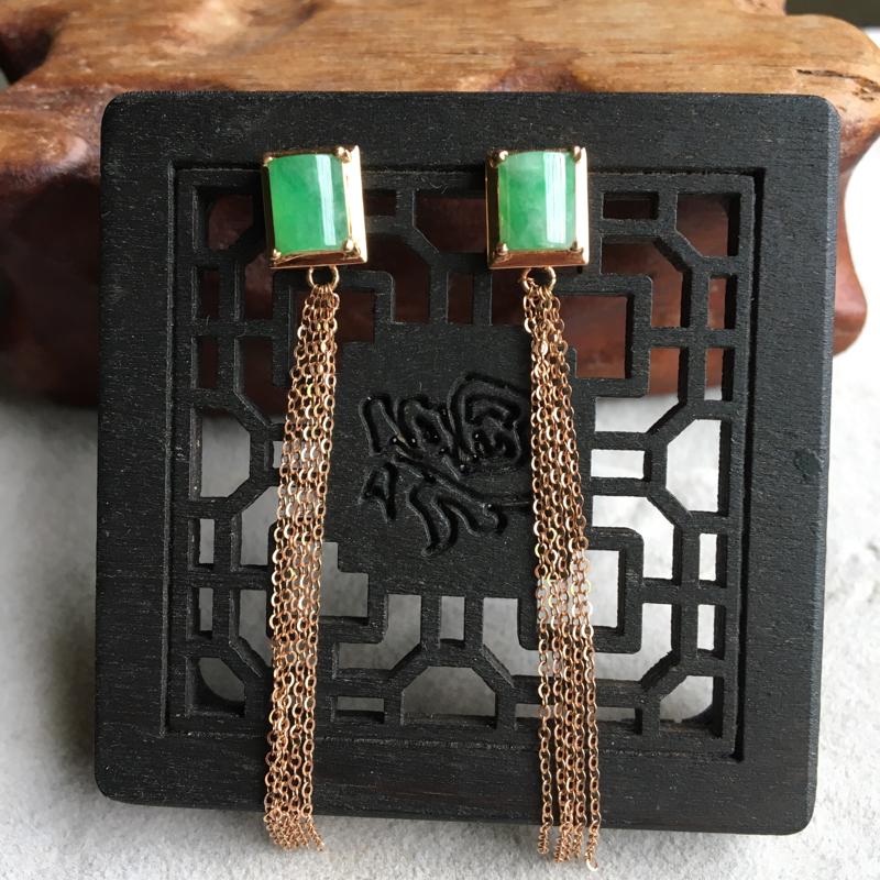 缅甸翡翠A货,时尚潮流的耳钉,简单大方,平平安安,上身效果非常美,下单要咨询。