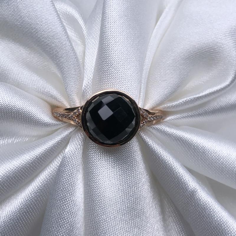 18k玫瑰金镶嵌高冰墨翠切割蛋面戒指,黑亮油性十足,通体透绿水润,色阳均匀,饱满细腻,种老起胶,高贵