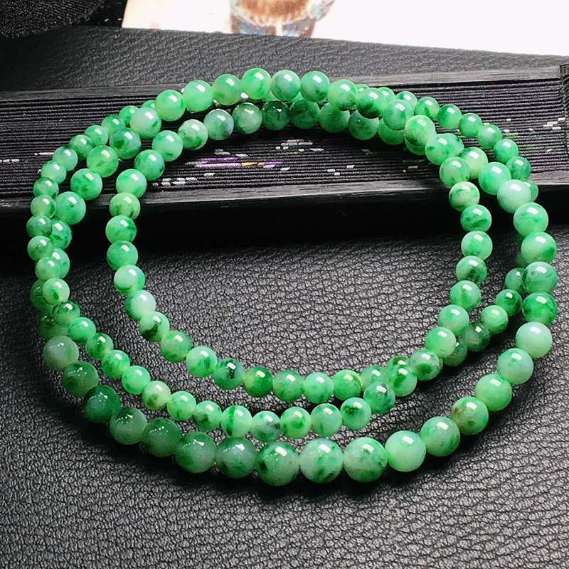 好漂亮的绿圆珠项链,圆珠尺寸3.3-4.2mm,可做项链手链两种戴法,非常大气,耐看,送礼或自留佳选
