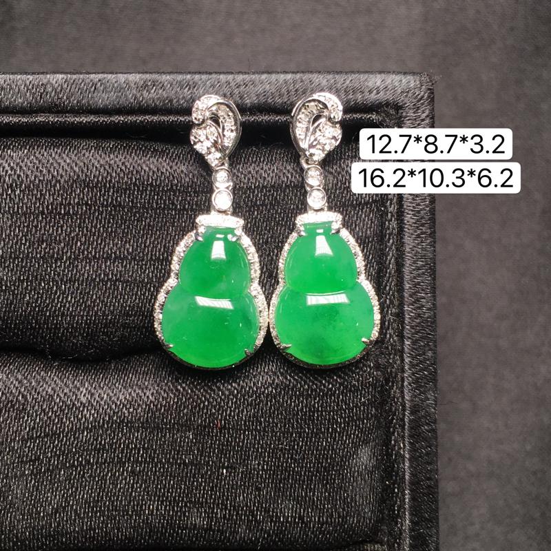 满绿葫芦耳坠,18K金镶嵌,无纹无裂,玉质细腻,质量杠杠的,性价比超高。
