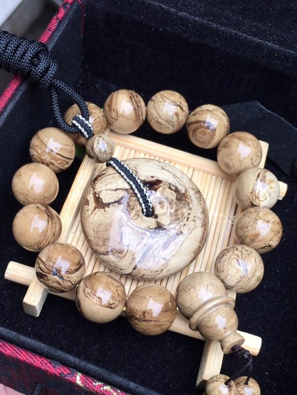 天然缅甸琥珀,一刀料手串+平安扣套装…无裂冰…纹理妖孽…根白油润细腻…佩戴古香古色…手串14+(27