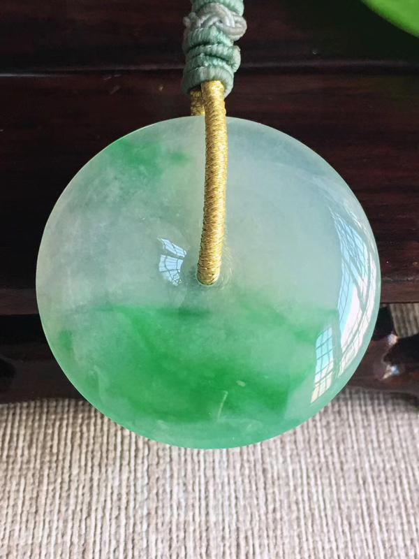 天然A货翡翠 老坑飘阳绿平安扣吊坠 佩戴效果漂亮