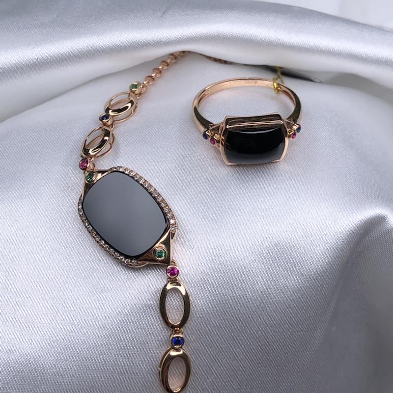 套装,18k玫瑰金设计款彩宝真钻高冰墨翠方牌手表链+戒指,无纹无裂,黑亮油性足,通体透绿水润。手链整