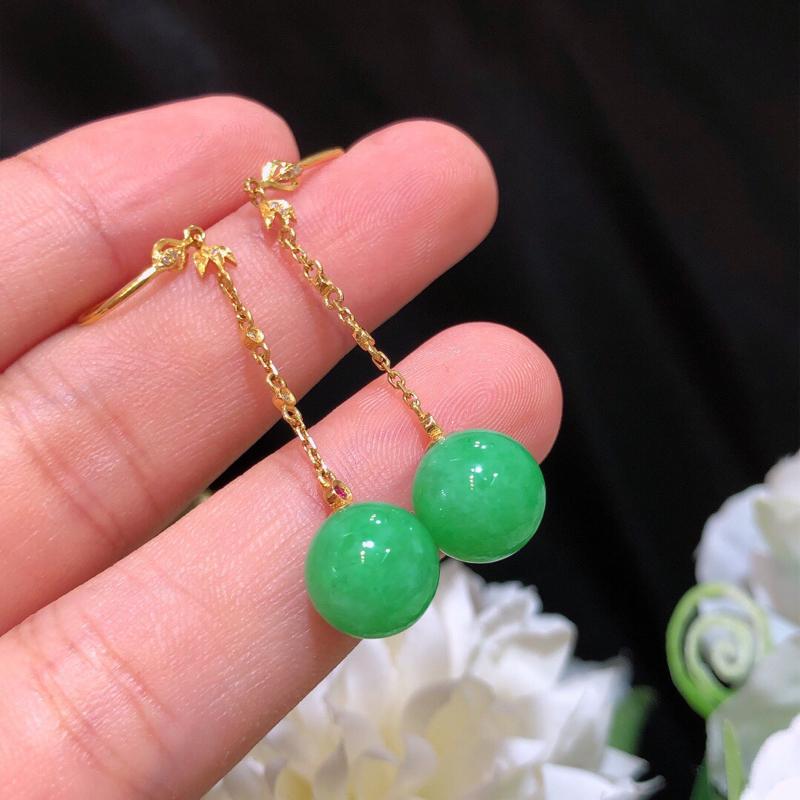 飘绿翡翠圆珠耳坠 雕工精细 颜色鲜艳 飘绿惹眼 直径:9.6*
