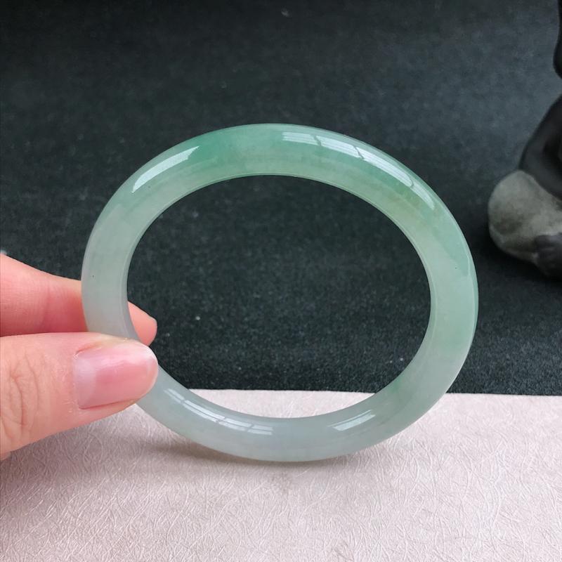 【满色圆条手镯54圈品相清爽优雅,佩戴效果更佳。尺寸:54.1/8.4/8mm】图4