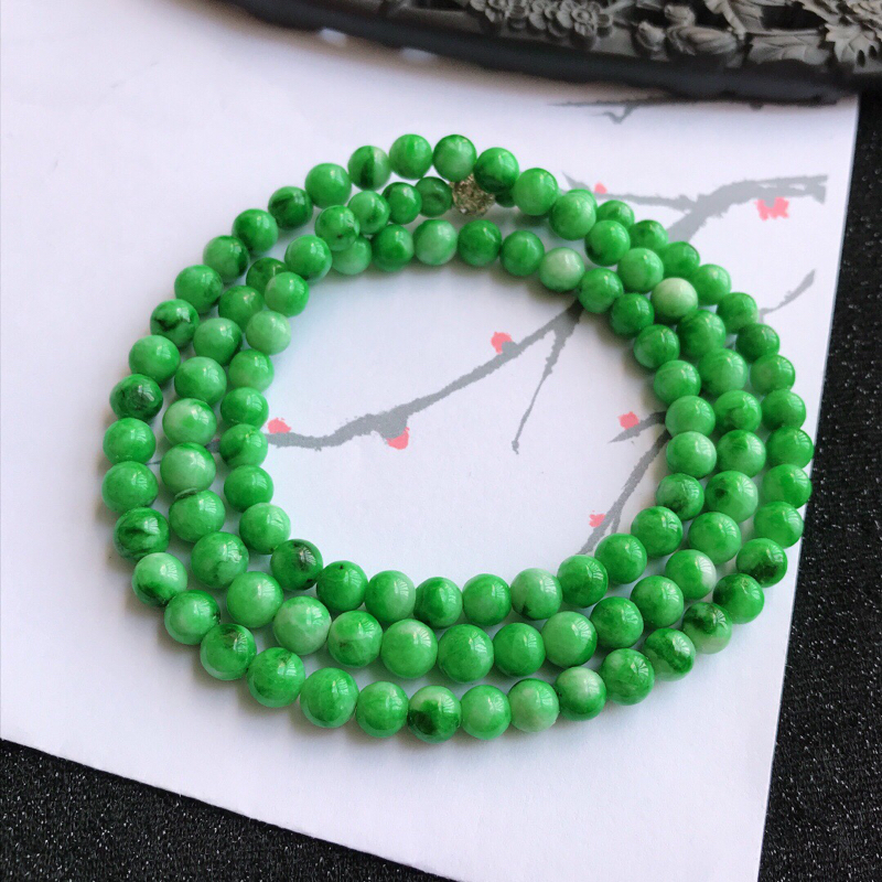 颜色好飘花福气项链。翡翠A货,尺寸:6.6mm,隔珠是装饰品