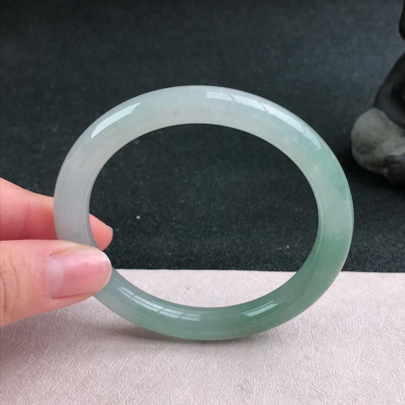 【满色圆条手镯54圈品相清爽优雅,佩戴效果更佳。尺寸:54.1/8.4/8mm】图3