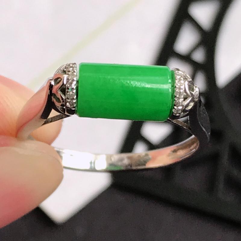 编号666翡翠A货满绿18K金伴钻福气戒指,包金尺寸13.7*5.5mm,裸石尺寸8*4.5mm,内
