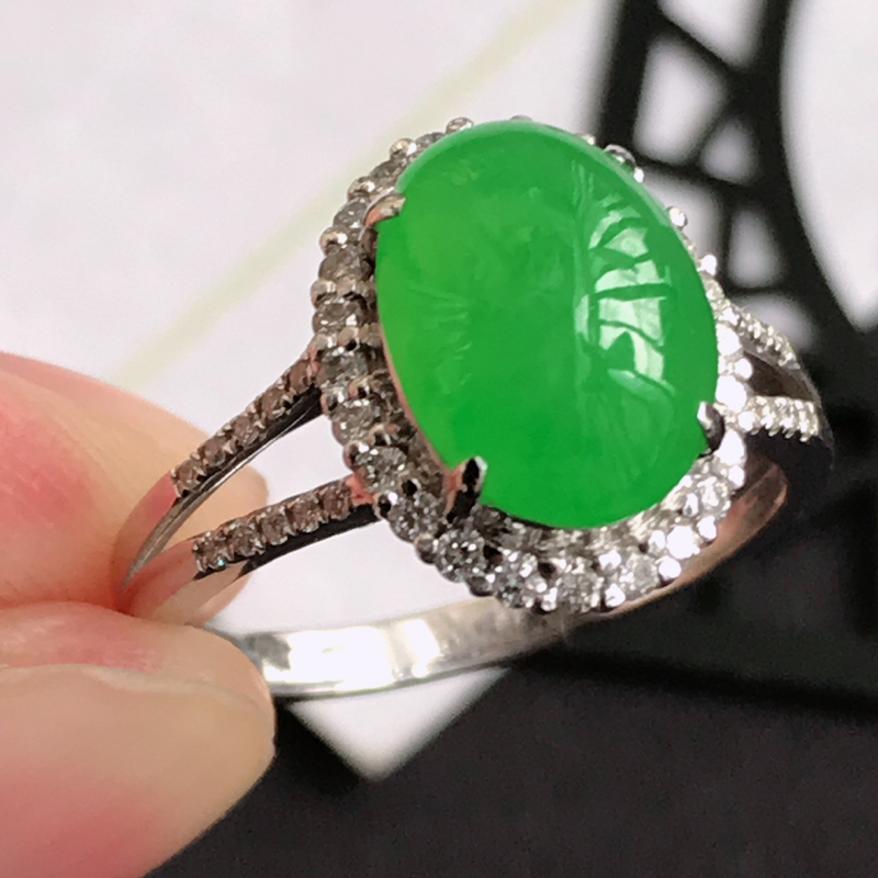 编号111翡翠A货满绿18K金伴钻福气戒指,包金尺寸13.3*10.7*8.3mm,裸石尺寸10.6