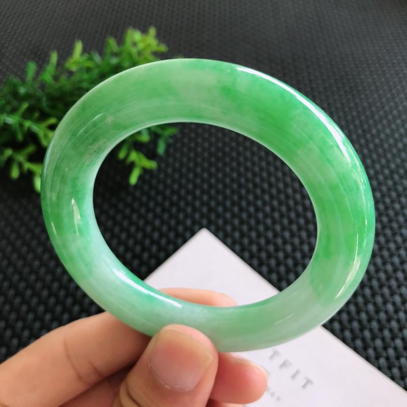 圈口: 54.2mm天然翡翠A货糯种阳绿色正装手镯,尺寸54.2*11.6mm 玉质细腻,种水好,底