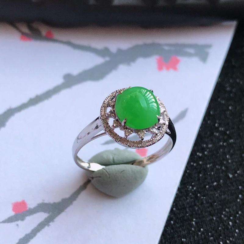 18k金伴钻福气戒指。翡翠A货,包金尺寸:11.4*8mm,裸石尺寸:7.3*3.5mm,内径17.