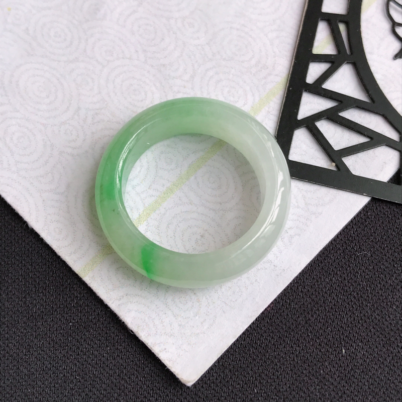 mh203翡翠A货飘绿平安环指环,尺寸17.3*6.8*7mm