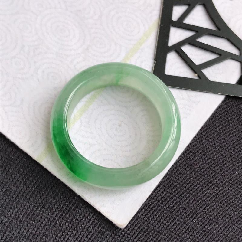mh203翡翠A货飘绿平安环指环,尺寸16.7*5.8*3.3mm