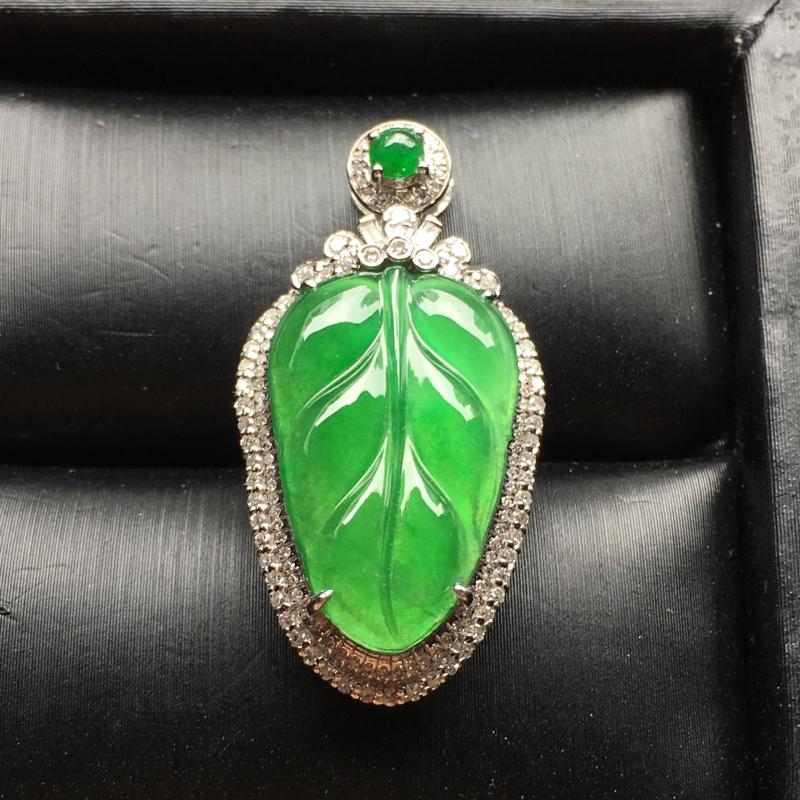 满绿叶🍃子翡翠吊坠,种老通透,色辣,饱满圆润,裸石尺寸:20.7*12.9*3.3整体尺寸:33.3