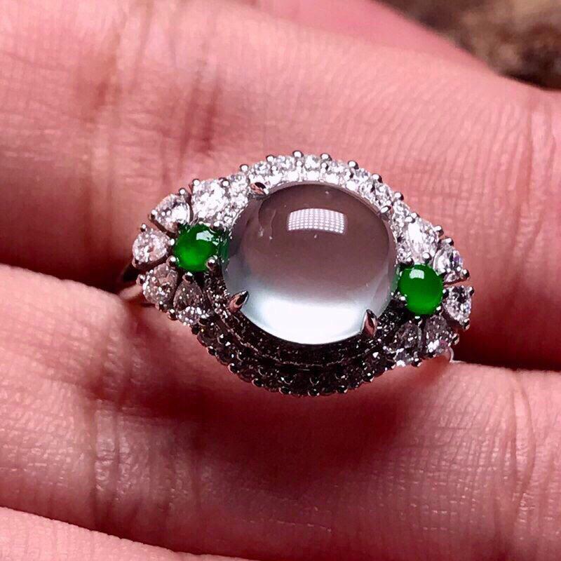 严选推荐👍👍👍(稀有起钢光玻璃戒)老坑玻璃种翡翠蛋面女戒指,蛋面饱满圆润,18k金豪华镶嵌而成,富贵