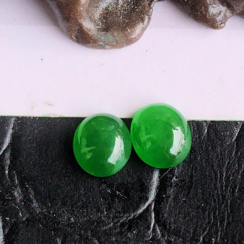 天然a货翡翠满阳绿蛋面裸石(镶嵌件),可镶嵌成耳钉,玉质细腻,颜色阳