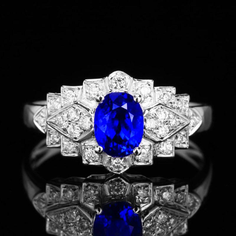 18k金镶皇家蓝蓝宝石戒指 宝石参数:1.15ct  配石:钻石24颗,总重2.66克,圈口:13.