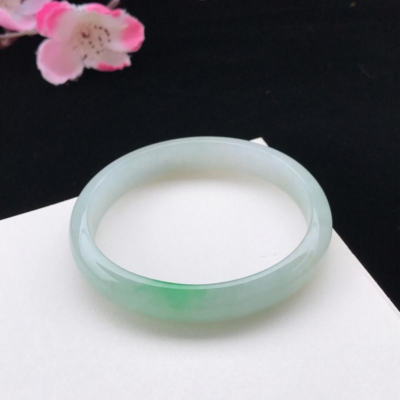 圈口:54.2mm天然翡翠A货糯化种水润飘绿贵妃手镯,相当于正圈52.2mm 尺寸54.2-47.7