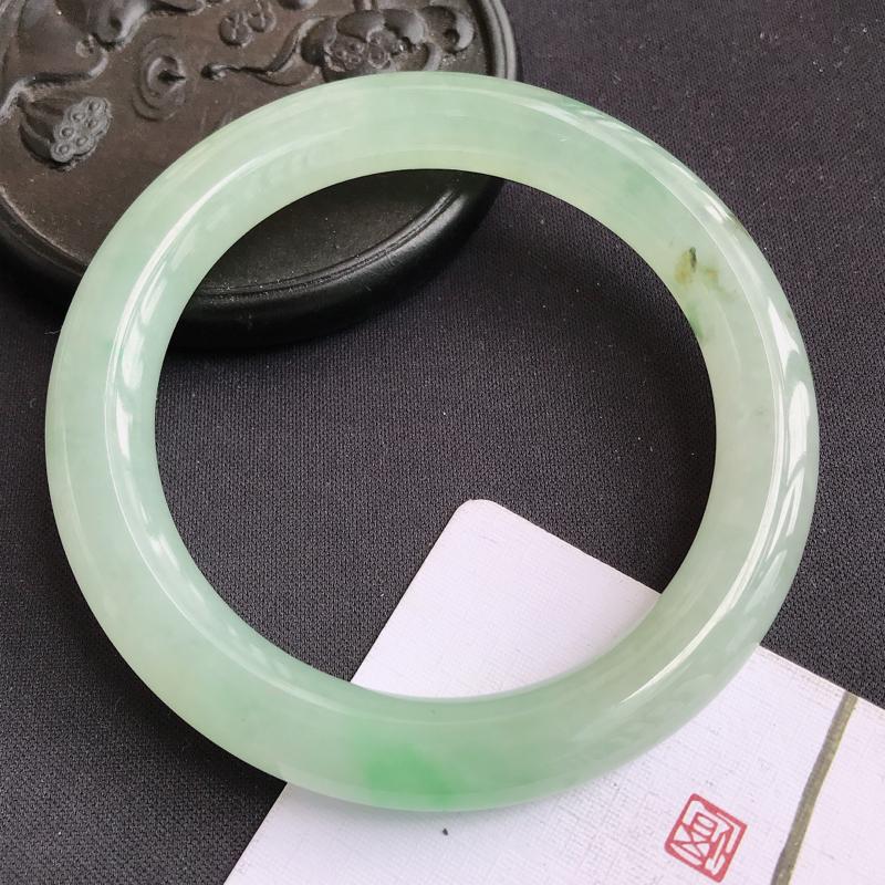 翡翠A货双彩圆条手镯,尺寸57.4*9.5*10.2mm,上手优雅大气,编号jie
