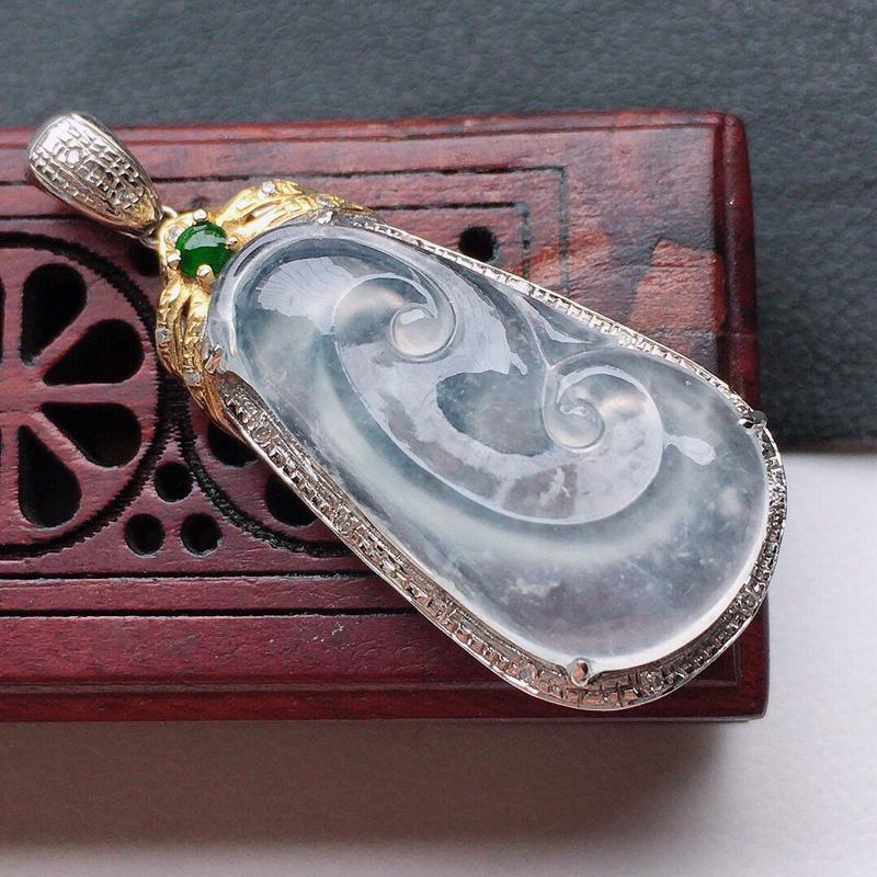 缅甸翡翠18K金伴钻镶嵌如意吊坠,玉质细腻,雕工精美,佩戴送礼佳品,包金尺寸:33*13.6*7.5