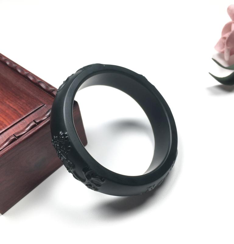 塔青玉镯  和田玉新疆塔青手镯 内径:55.3mm 无脏无杂 无棉无裂 过灯过眼无结构 雕工精湛 质