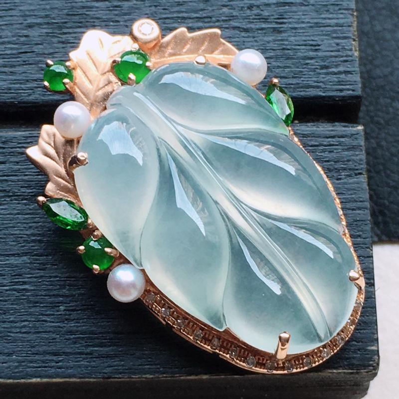 缅甸翡翠18K金伴钻镶嵌叶子吊坠,玉质细腻,雕工精美,佩戴送礼佳品,包金尺寸: 27.6*18.3*
