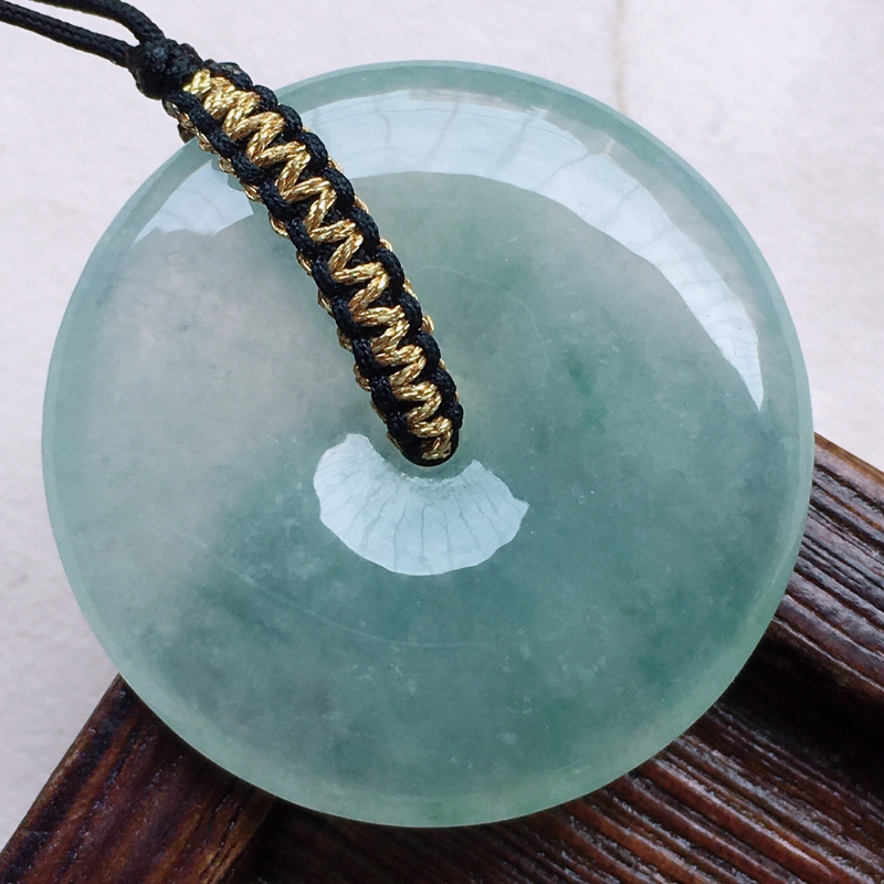 缅甸翡翠平安扣吊坠,自然光实拍,玉质莹润,佩戴佳品,尺寸:31.6*6.1mm,重12.48克