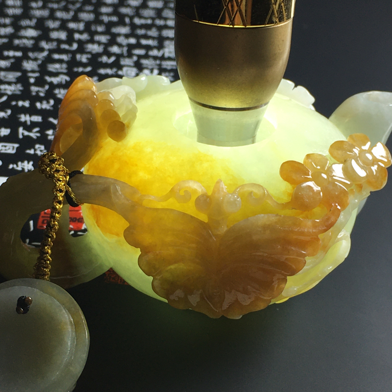 糯种黄翡精美茶壶摆件 尺寸92-60-46毫米 水润细腻 色彩艳丽 雕工精美