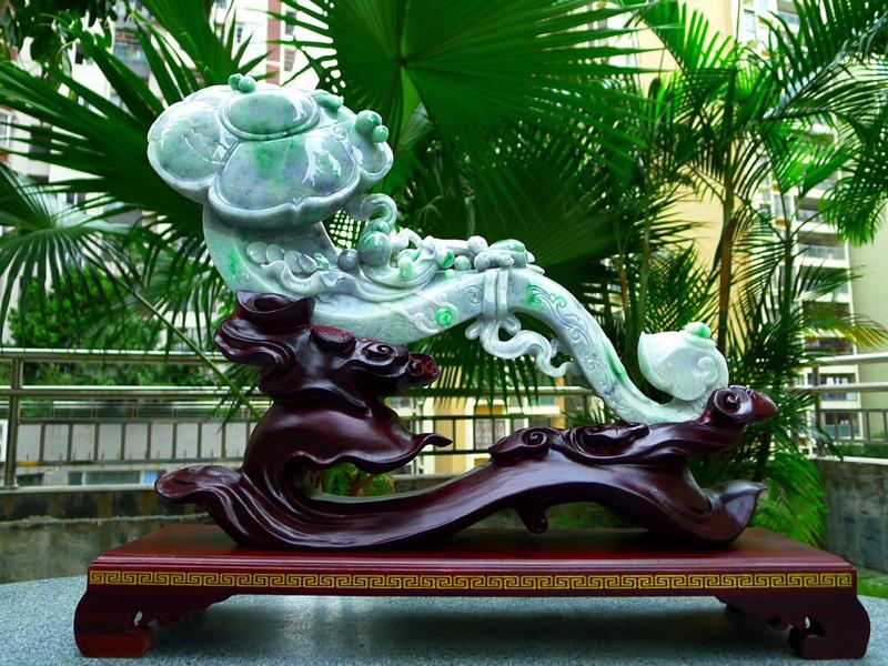 缅甸天然翡翠A货 精美飘花 八方来财 财源广进 万事如意 如意摆件 雕刻精美线条流畅 种水好 搭配精