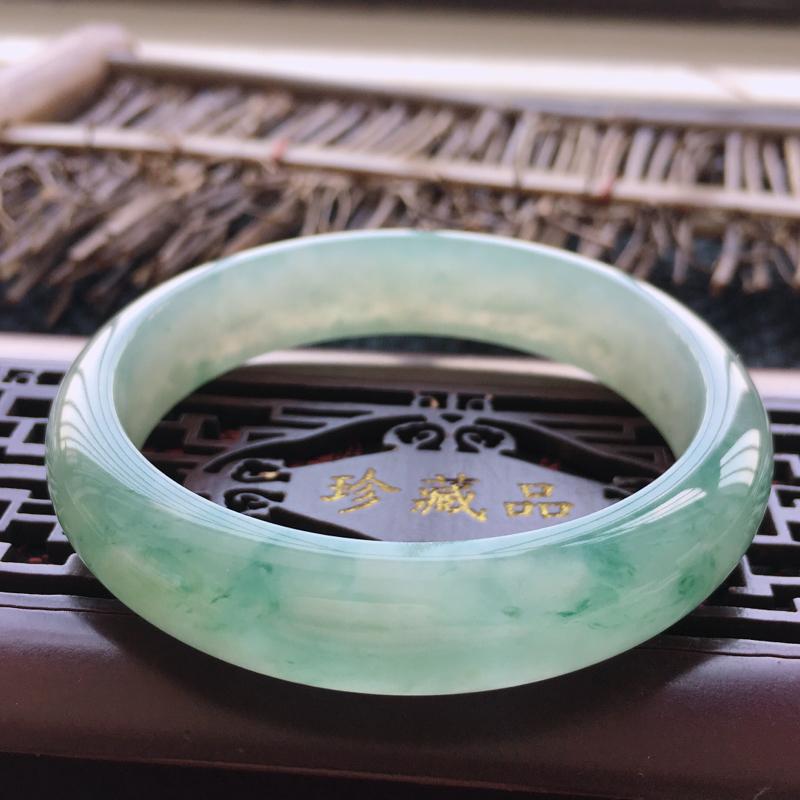 飘花手镯,缅甸天然翡翠A货飘花正圈手镯,圈口58.5、玉质细腻水润,品相清新靓丽,种水好