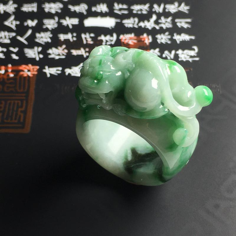 糯种带色貔貅扳指 内径22 宽15 厚5毫米 色彩亮丽 雕工精湛