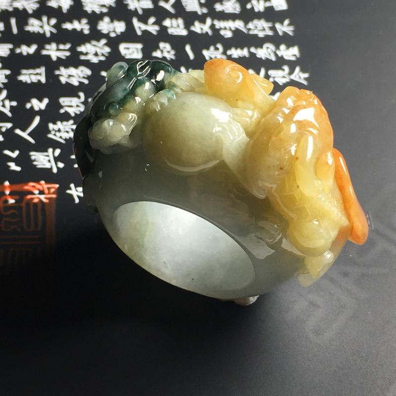 糯种双彩貔貅扳指 内径25 宽21 厚6毫米 色彩亮丽 雕工精湛