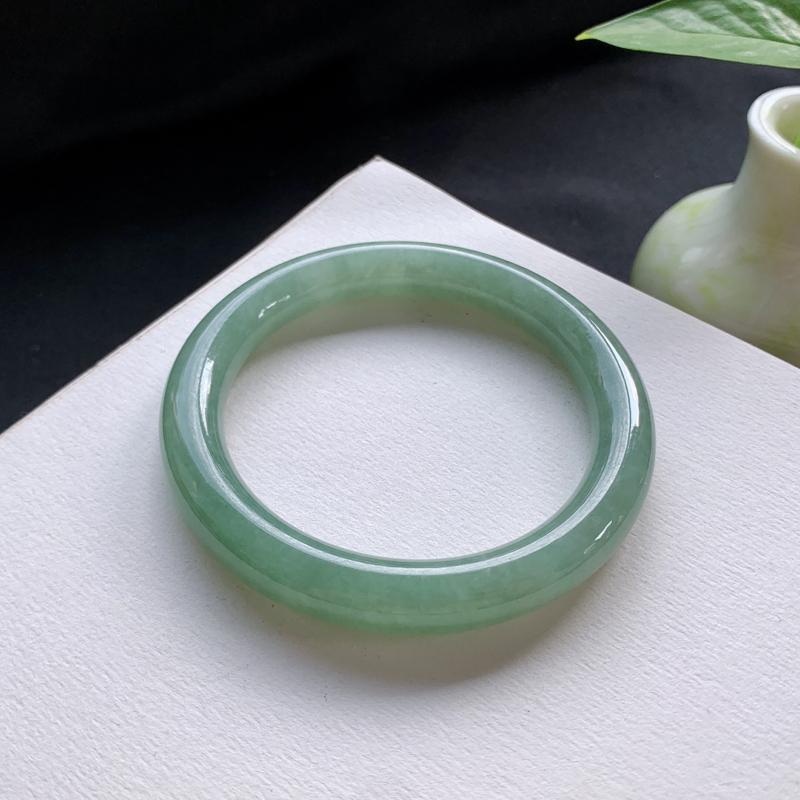 油青圆条手镯,尺寸:52.6-9.4-8.8,细腻光滑,干净釉洁,色泽清新亮丽