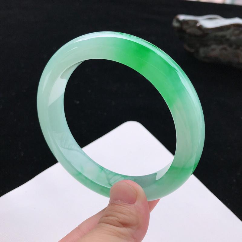 【圈口:58.5mm天然翡翠A货糯化种水润飘绿正圈手镯,尺寸58.5*12.6*9.2mm,玉质细腻,种水好,底色好,上手效果漂亮】图5