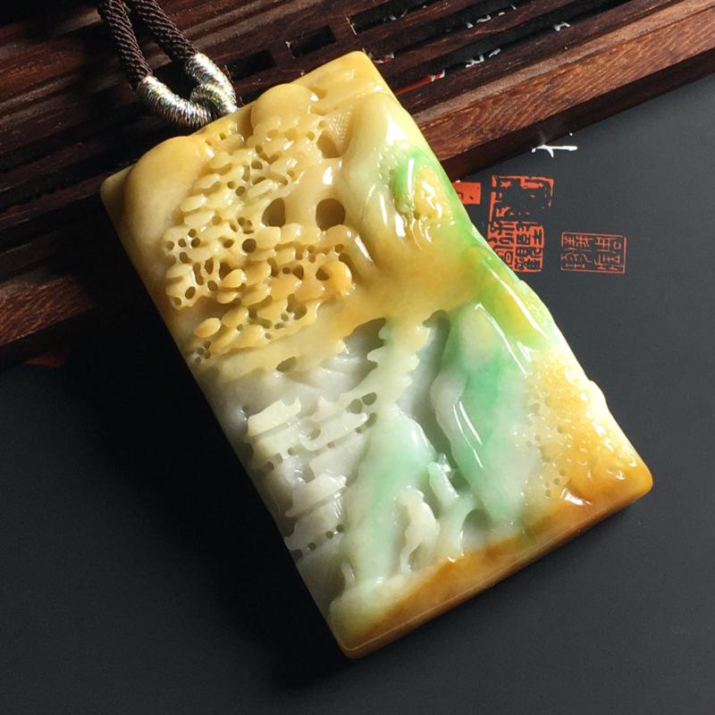 细豆种黄加绿悠然自得吊坠 尺寸60-37-8毫米 色彩艳丽 雕工精细