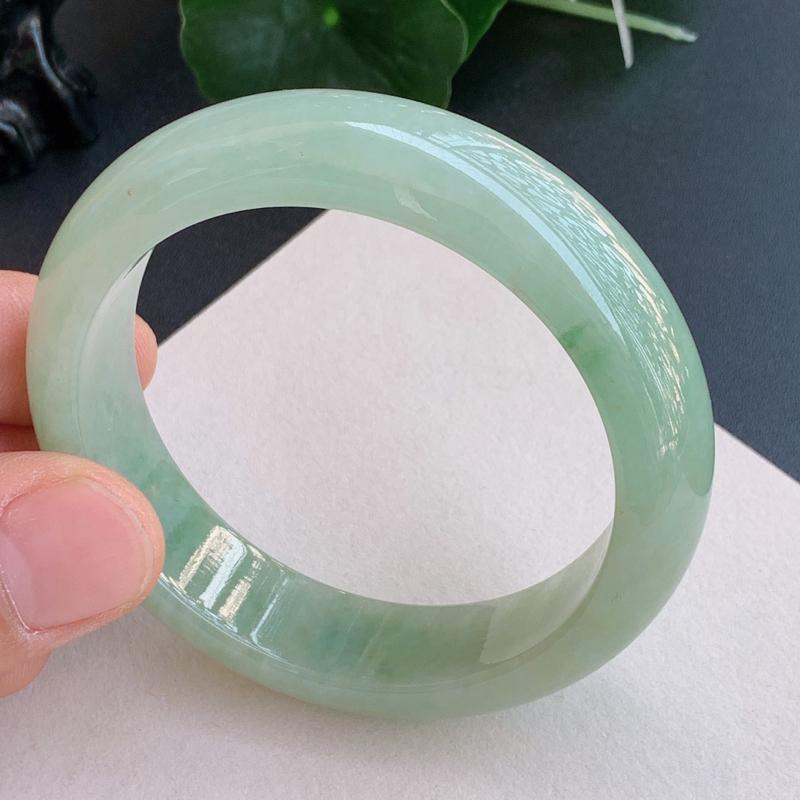 带绿手镯、圈口:57mm,A货翡翠带绿宽边手镯、编号1125xs