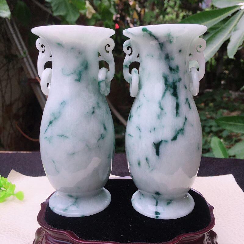 水润飘花平平安安花瓶一对,玉质细腻,雕工精美,线条优美流畅,活环相扣,中间缕空,单瓶尺寸122*52