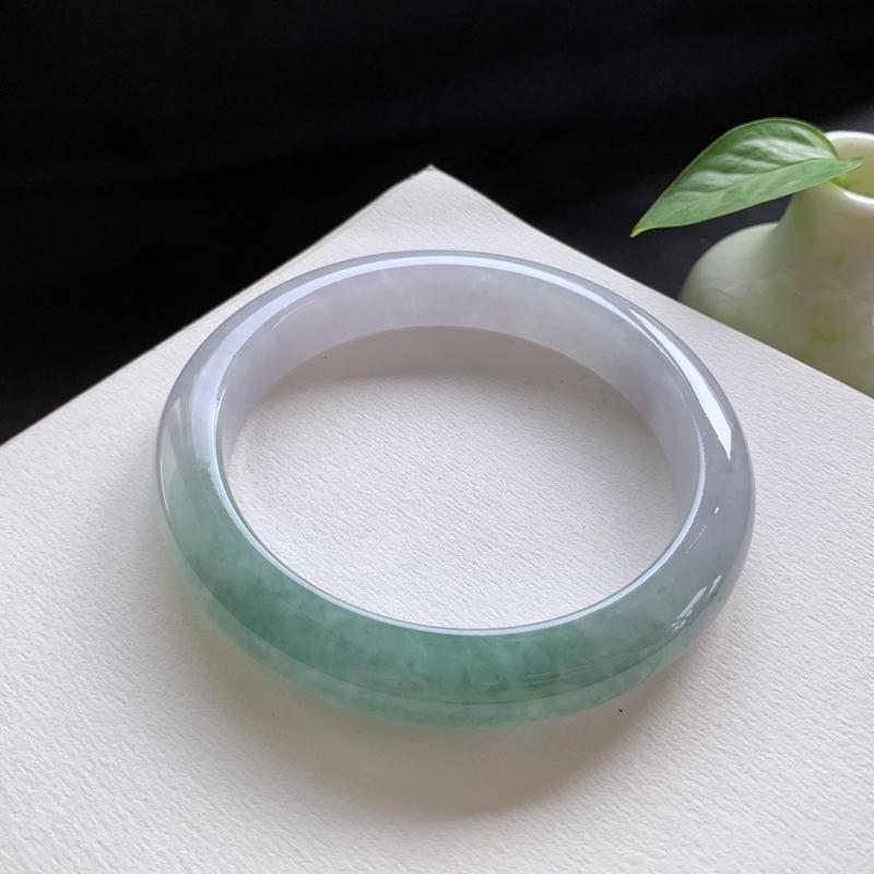油青正圈手镯,尺寸:65.5-12.5-9.5,细腻光滑,干净釉洁,色泽清新淡雅